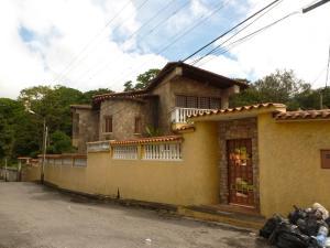 Casa en Los Teques Miranda,La Macarena Norte REF: 13-8660