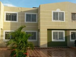 Townhouse en Maracaibo Zulia,Circunvalacion Uno REF: 14-6310