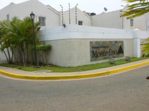Townhouse en Maracaibo Zulia,Avenida Goajira REF: 14-6356
