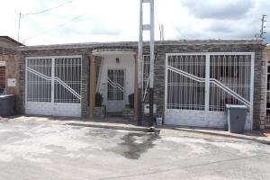 Casa en Maracay Aragua,Los Sauces REF: 14-8138