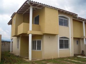 Townhouse en Maracay Aragua,Villas Ingenio I REF: 14-8665