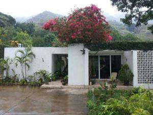 Casa en Maracay Aragua,El Castaño (Zona Privada) REF: 14-9050