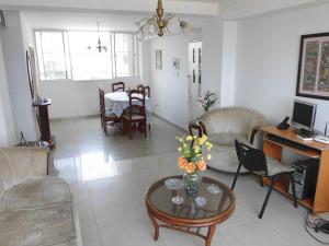 Apartamento en Maracaibo Zulia,Avenida El Milagro REF: 14-10187