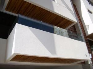 Townhouse en Maracaibo Zulia,Avenida El Milagro REF: 14-10197