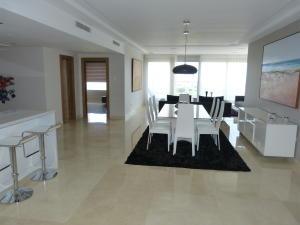 Apartamento en Maracaibo Zulia,Avenida El Milagro REF: 14-11552