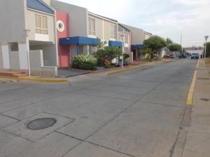 Townhouse en Maracaibo Zulia,Cantaclaro REF: 14-12017