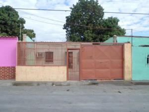 Casa en Maracay Aragua,Zona Industrial Piñonal Sur REF: 15-813