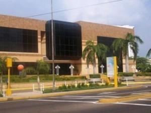 Comercial en Maracaibo Zulia,Avenida El Milagro REF: 14-12439