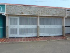 Townhouse en Ciudad Ojeda Zulia,Los Samanes REF: 14-12580