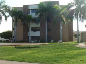 Apartamento en Maracaibo Zulia,Avenida Milagro Norte REF: 14-12736