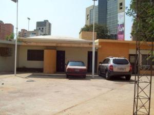 Comercial en Maracaibo Zulia,Paraiso REF: 14-13058