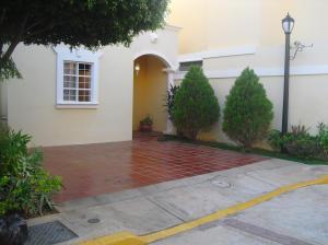 Townhouse en Maracaibo Zulia,Zona Norte REF: 14-13488