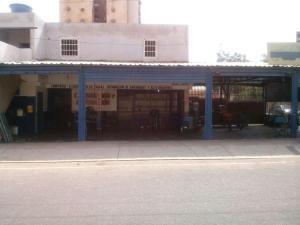 Comercial en Maracaibo Zulia,Cumbres de Maracaibo REF: 15-1149