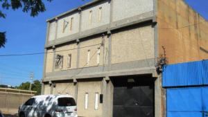 Comercial en Maracaibo Zulia,Avenida Goajira REF: 15-1031