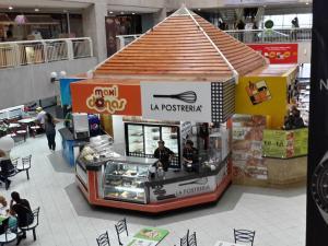 Comercial en Maracaibo Zulia,Avenida El Milagro REF: 15-4083
