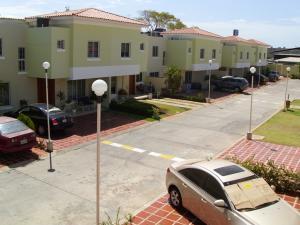 Townhouse en Maracaibo Zulia,Fuerzas Armadas REF: 15-4151