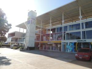 Comercial en Maracaibo Zulia,Cantaclaro REF: 15-4732