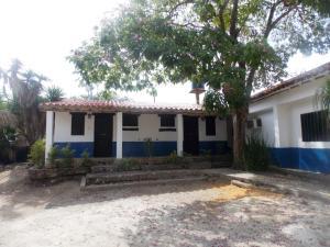 Comercial en Tucacas Falcon,Morrocoy REF: 15-5226