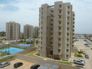 Apartamento en Maracaibo Zulia,Avenida Milagro Norte REF: 15-5704