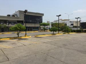 Comercial en Ciudad Ojeda Zulia,Cristobal Colon REF: 15-6230
