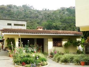 Casa en Los Teques Miranda,Los Montes Verdes REF: 15-6772