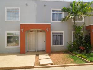 Casa en Maracaibo Zulia,Via La Concepcion REF: 15-7132