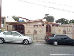 Casa en Los Teques Miranda,San Homero REF: 15-8381