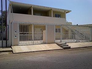 Comercial en Santa Rita Zulia,Via Principal REF: 15-8490