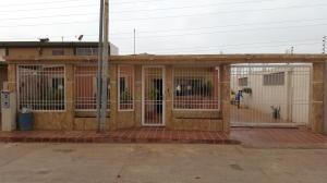 Casa en Maracaibo Zulia,Altos de Maracaibo REF: 15-9200