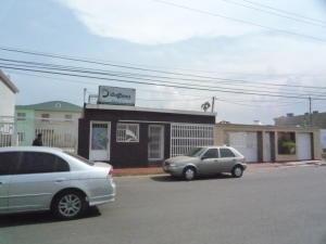 Casa en Maracaibo Zulia,Avenida Milagro Norte REF: 15-11756