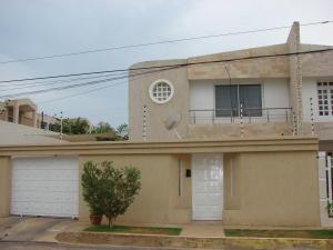Casa en Maracaibo Zulia,Monte Bello REF: 15-11844