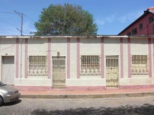 Casa en Coro Falcon,Zona Colonial REF: 15-14189