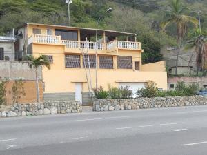 Casa en La Guaira Vargas,Macuto REF: 15-14992