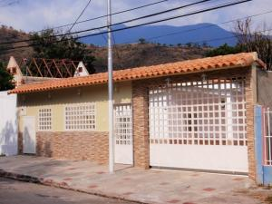 Casa en Maracay Aragua,La Candelaria REF: 16-1170
