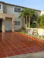 Townhouse en Maracaibo Zulia,Avenida Milagro Norte REF: 16-6525