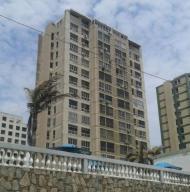 Apartamento en La Guaira Vargas,Macuto REF: 16-9312
