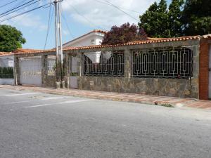 Casa en Maracay Aragua,Los Samanes REF: 16-10787