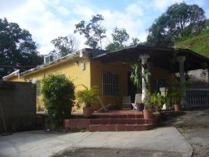 Casa en Maracay Aragua,El Castano (Zona Privada) REF: 16-11524