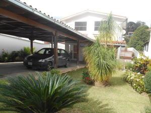 Casa en Los Teques Miranda,Macarena Sur REF: 16-14144