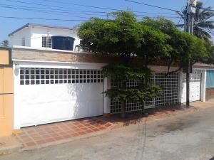 Casa en Maracaibo Zulia,Sabaneta REF: 16-14097