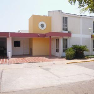 Townhouse en Maracaibo Zulia,Monte Claro REF: 16-14139
