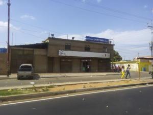 Comercial en Maracaibo Zulia,Cuatricentenario REF: 17-125