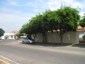 Comercial en Maracaibo Zulia,El Rosal REF: 17-131