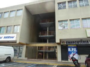 Comercial en Maracaibo Zulia,Avenida Goajira REF: 17-174