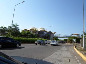 Comercial en Maracaibo Zulia,Barrio Los Olivos REF: 17-280