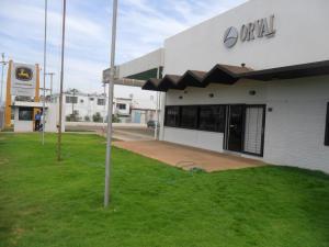 Comercial en Maracaibo Zulia,Carretera a Perija REF: 17-321
