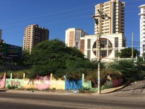 Terreno en Maracaibo Zulia,Avenida El Milagro REF: 17-359