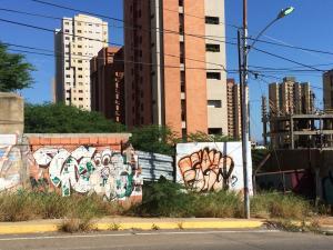 Terreno en Maracaibo Zulia,Avenida El Milagro REF: 17-363