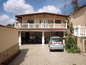 Casa en Los Teques Miranda,Macarena Sur REF: 17-592