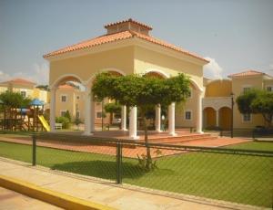 Townhouse en Maracaibo Zulia,Avenida Universidad REF: 17-380